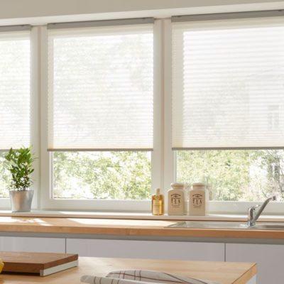 Küchenzeile mit freihängendem Faltstore