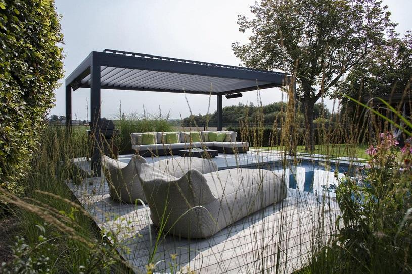 Wohlfühloase im Garten durch ein Lamellendach